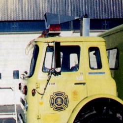 Firetruck with directional horn on roof flasher bar